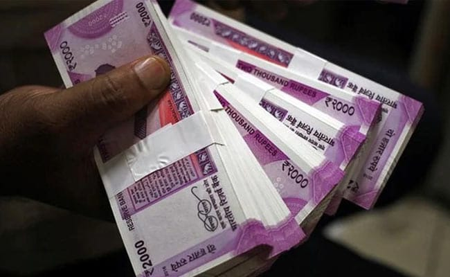 Rupee Ends Flat At 70.94 Against Dollar